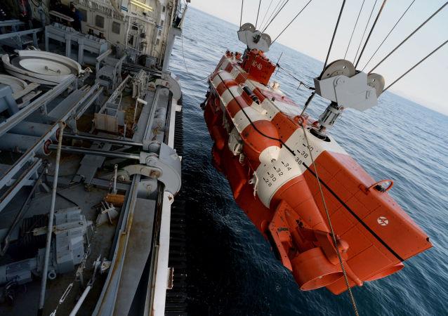 """俄太平洋舰队在演习中拖回一艘""""宇宙飞船"""""""