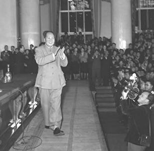 1957年11月,毛澤東在莫斯科大學大禮堂演講前