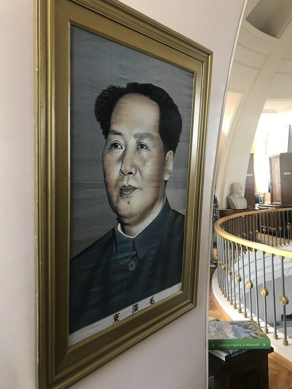 丝绸毛泽东肖像画:周恩来赠给地球学博物馆的礼物