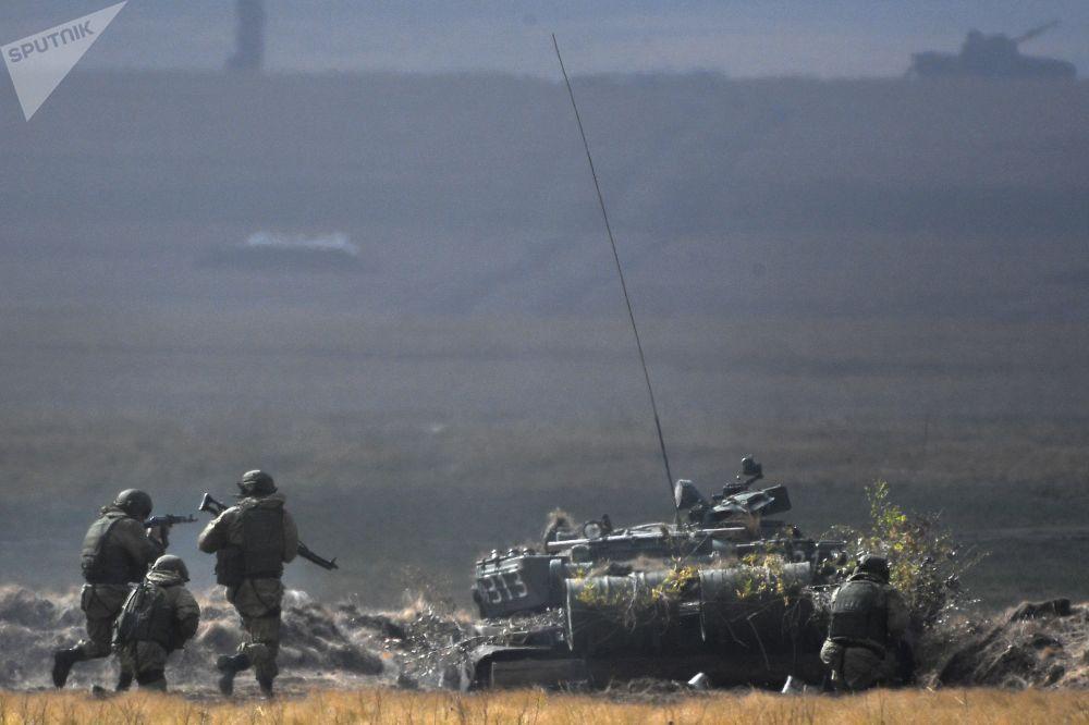 反恐联盟筹备密集反攻,以击溃敌人并恢复边界秩序。