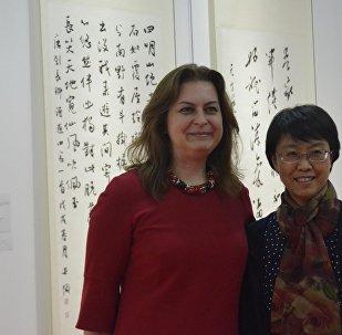 安娜∙多琴科是一名中國通、書法家和畫家,她致力於創作已有十多年了