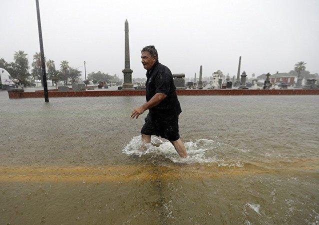 """""""伊梅尔达""""风暴在美国德州造成的死亡人数增加到5人"""