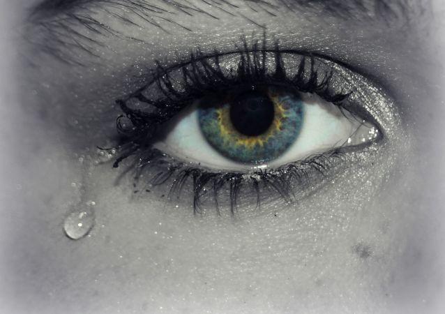医生解释亚美尼亚女孩眼泪结晶的原因