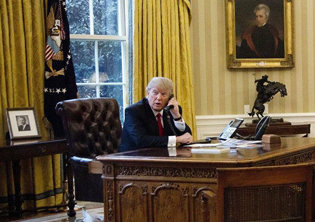 特朗普:我不用私人手機
