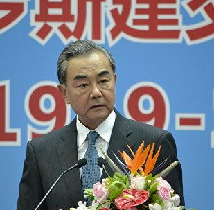王毅出席紀念中俄建交70週年檔案文獻展開幕式