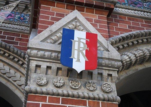 俄外長在法國駐俄使館所設弔唁冊留言向希拉克致哀