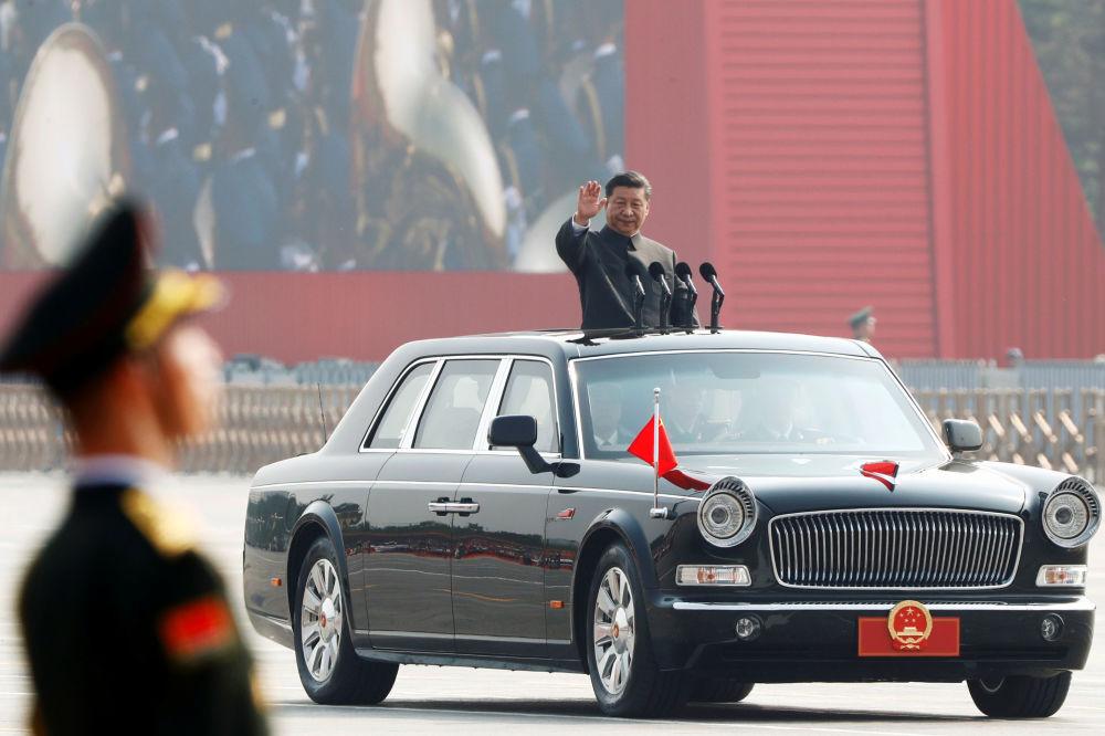 中国国家主席习近平出席中国70周年国庆阅兵