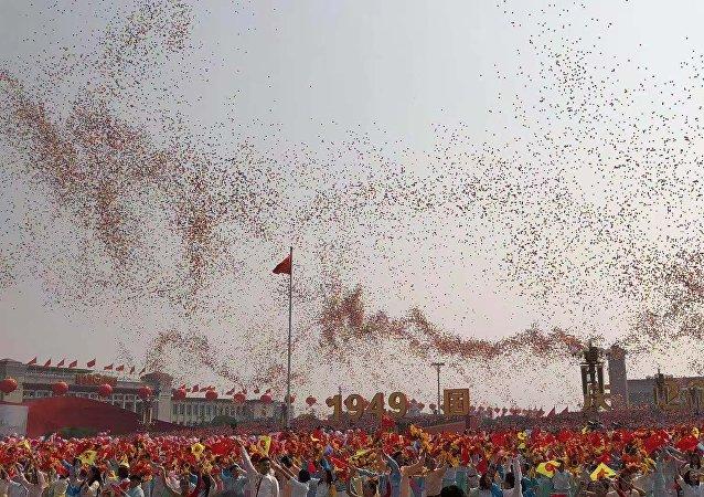 中国70周年国庆活动放飞的气球和鸽子会飞到哪里?