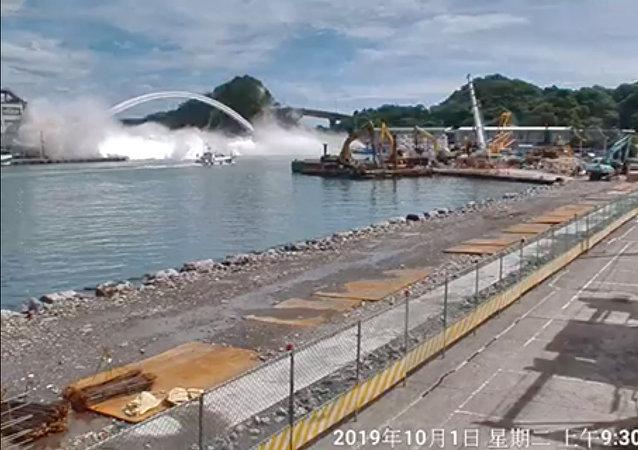 台湾发生大桥坍塌,有人被困
