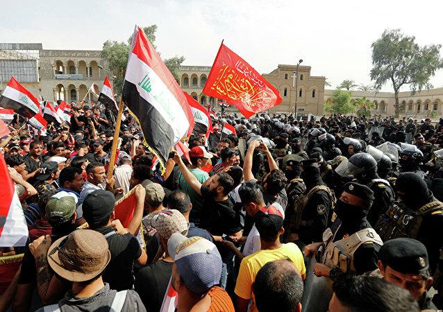 伊拉克安全部隊與示威民眾發生衝突致40人受傷