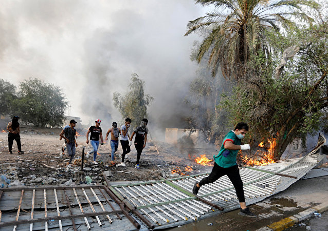 伊拉克總理宣佈因抗議活動首都巴格達實施宵禁