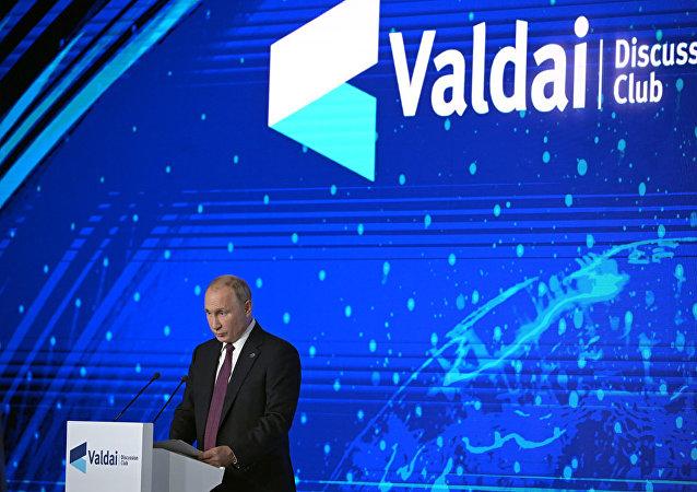 Президент РФ Владимир Путин на пленарной сессии XVI заседания Международного дискуссионного клуба Валдай на тему Мировое устройство: взгляд с Востока.
