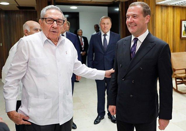 俄總理梅德維傑夫在古巴會見勞爾∙卡斯特羅