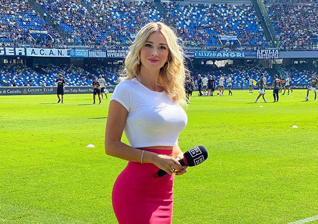 意大利女記者回應球迷提出的露胸要求