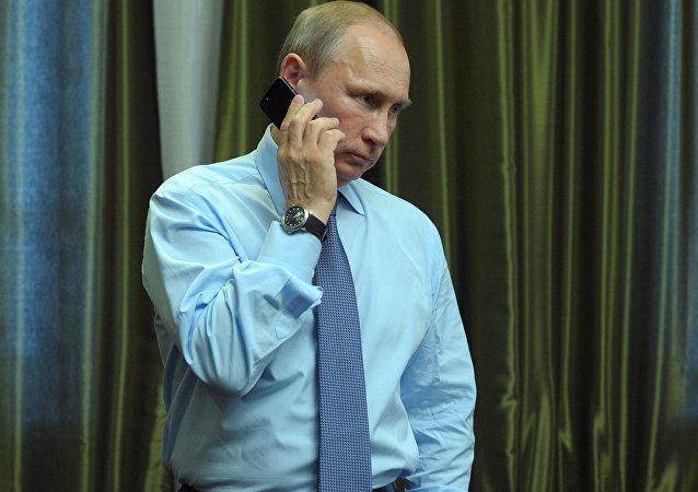 媒體講述普京「神秘的厚重電話「