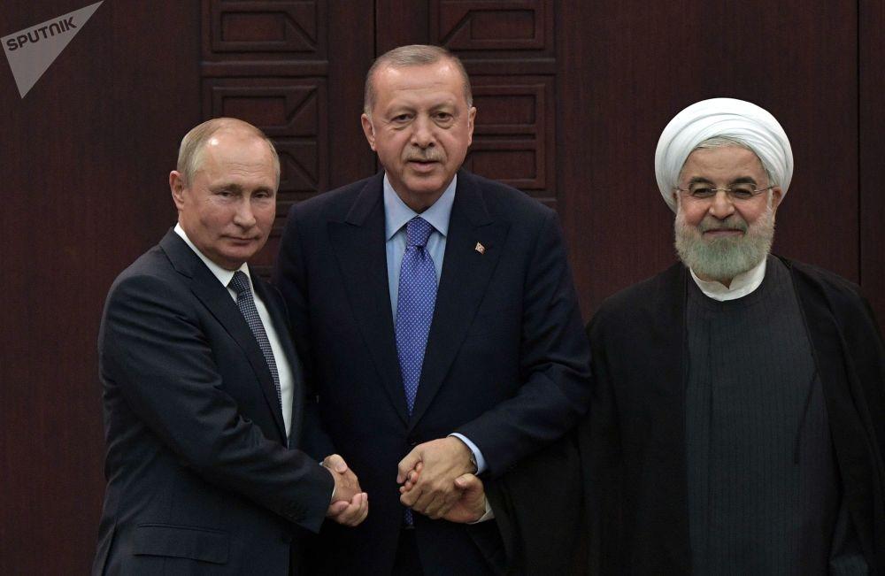 2019年9月16日,俄罗斯总统普京、土耳其总统埃尔多安和伊朗总统鲁哈尼在叙利亚问题阿斯塔纳进程担保国元首第五次会晤后举行的联合记者招待会。