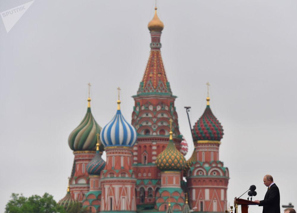 2019年5月9日,俄罗斯联邦总统,俄罗斯联邦武装力量最高统帅弗拉基米尔·普京在纪念伟大的卫国战争胜利74周年纪念日阅兵式上。