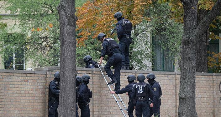 據警方消息,一不明人士在德國哈雷市開槍,據初步消息,有人員傷亡