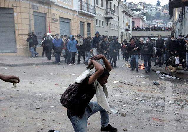 厄瓜多爾總統宣佈對首都實施宵禁和軍事管制