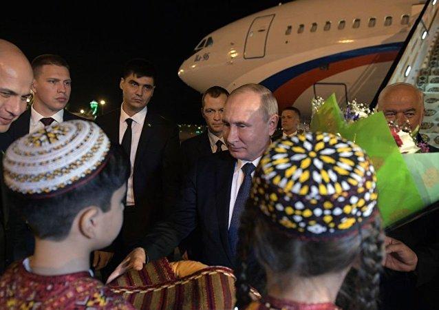 普京抵達阿什哈巴德參加獨聯體國家峰會