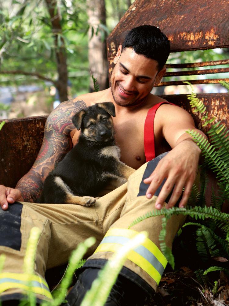 澳大利亚消防员拍摄2020慈善年历