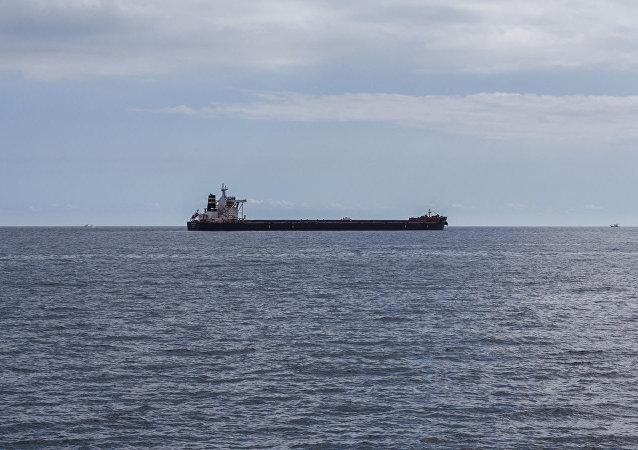 此前在红海遭到袭击的伊朗油轮已经进入伊朗领海