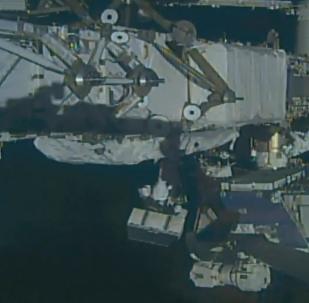 美宇航員太空行走更換太陽能板電池