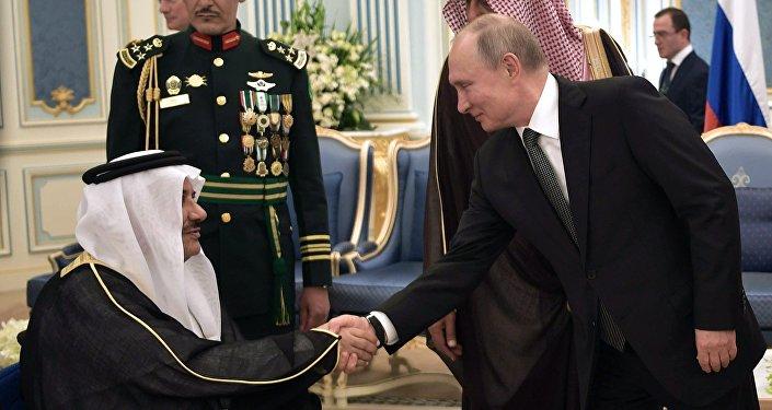 俄罗斯与沙特签署产油国合作宪章