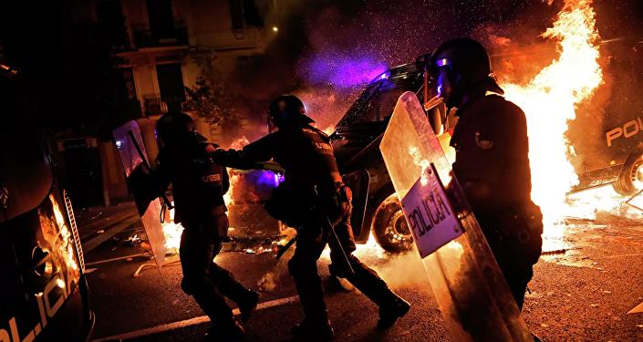 巴塞羅那夜間抗議過程中約80人受傷