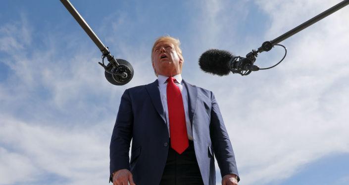 """特朗普称对共和党有关""""弹劾骗局""""的报告很满意"""