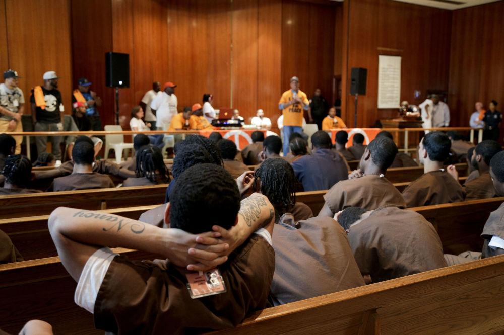 在Def Jam唱片公司创建人拉素尔·西蒙斯(Russell Simmons)演讲会上的囚犯们