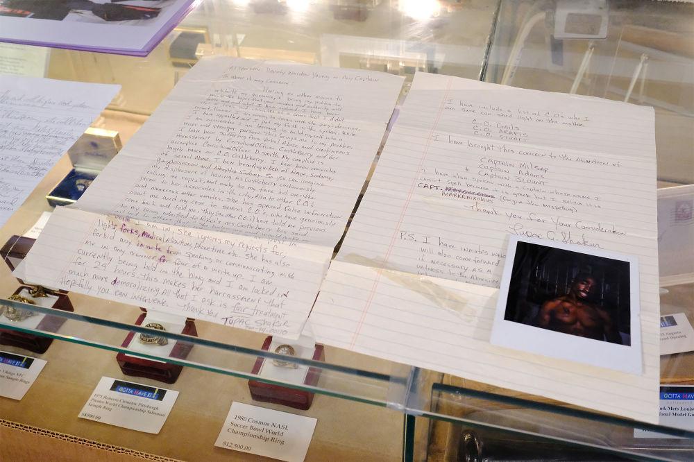 一封有图帕克·夏库尔签名的从赖克斯岛监狱发出的信