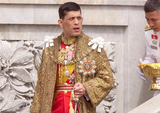 泰國國王繼續宮廷的清洗 解雇後宮警衛