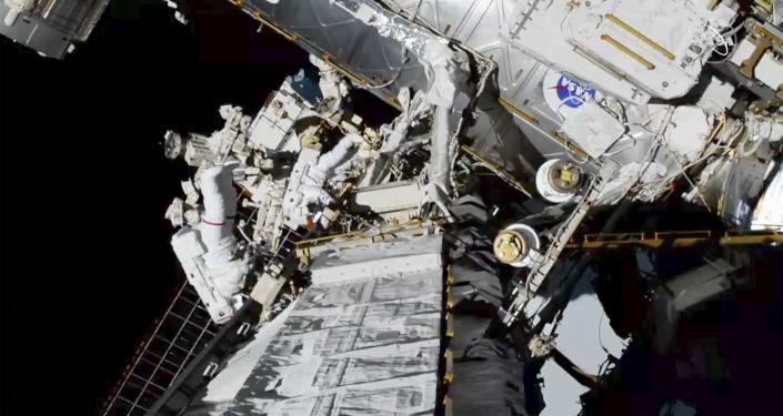美制密闭飞行服在太空行走期间发生泄漏