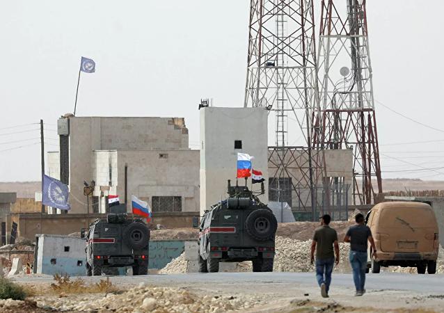俄军事警察车队已抵达叙土边境重镇艾因阿拉伯