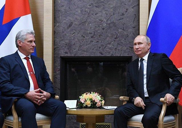 古巴國家主席迪亞斯-卡內爾邀請普京在方便的時候訪問古巴