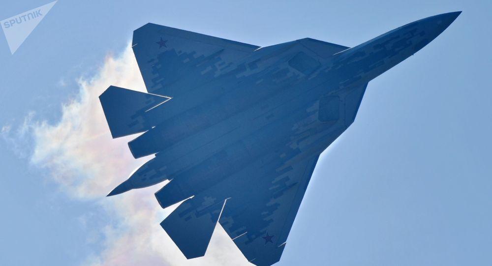 俄空天军将在年底前接装首架量产型苏-57战机