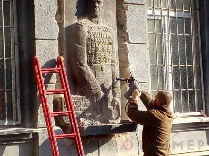 乌议会呼吁惩处拆毁敖德萨朱可夫浮雕的民族主义者