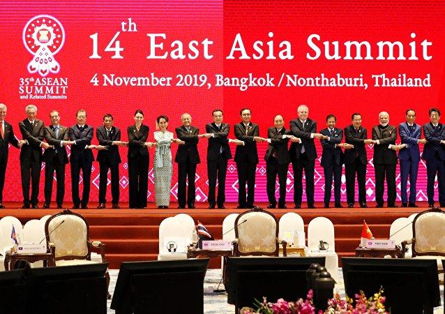 中國在曼谷東盟峰會上的外交攻勢