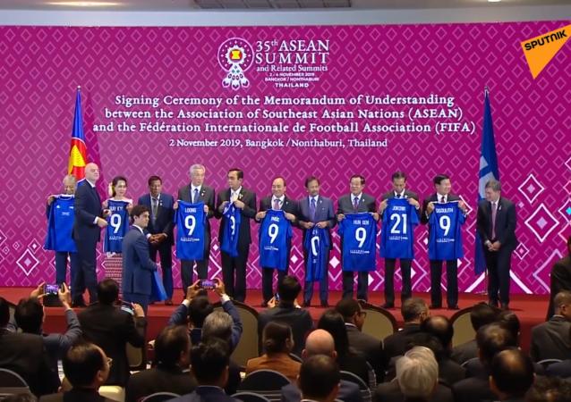 菲律宾总统差点没分到FIFA纪念衫