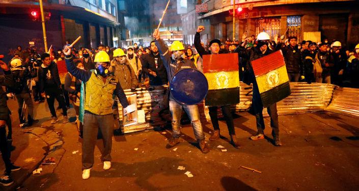 玻利维亚反对派夺取两家国家媒体