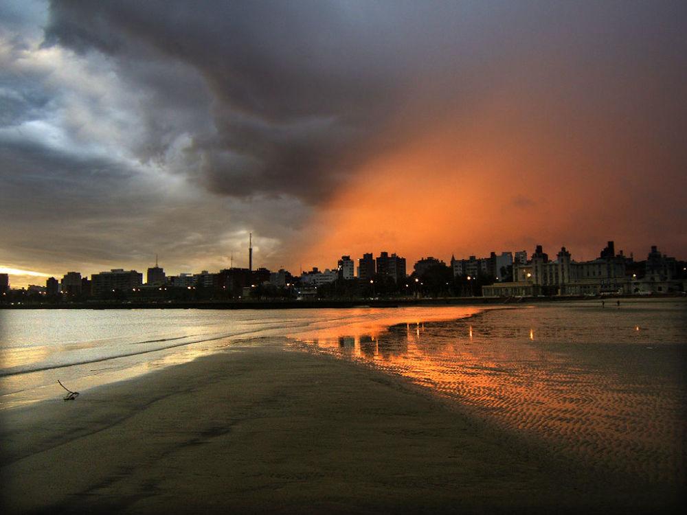 乌拉圭海滩上的日落