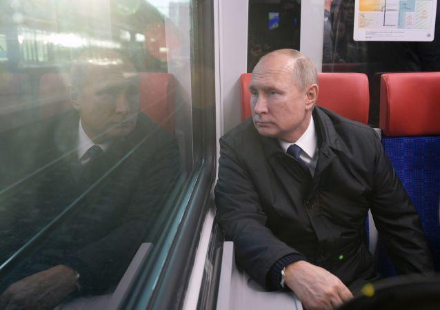 普京出席莫斯科中央直径线首条路线的开通仪式