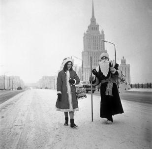 莫斯科的嚴冬老人和雪姑娘。1966年。