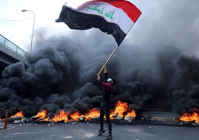 消息人士:伊拉克南部强力部门人员驱赶示威者造成16死152伤