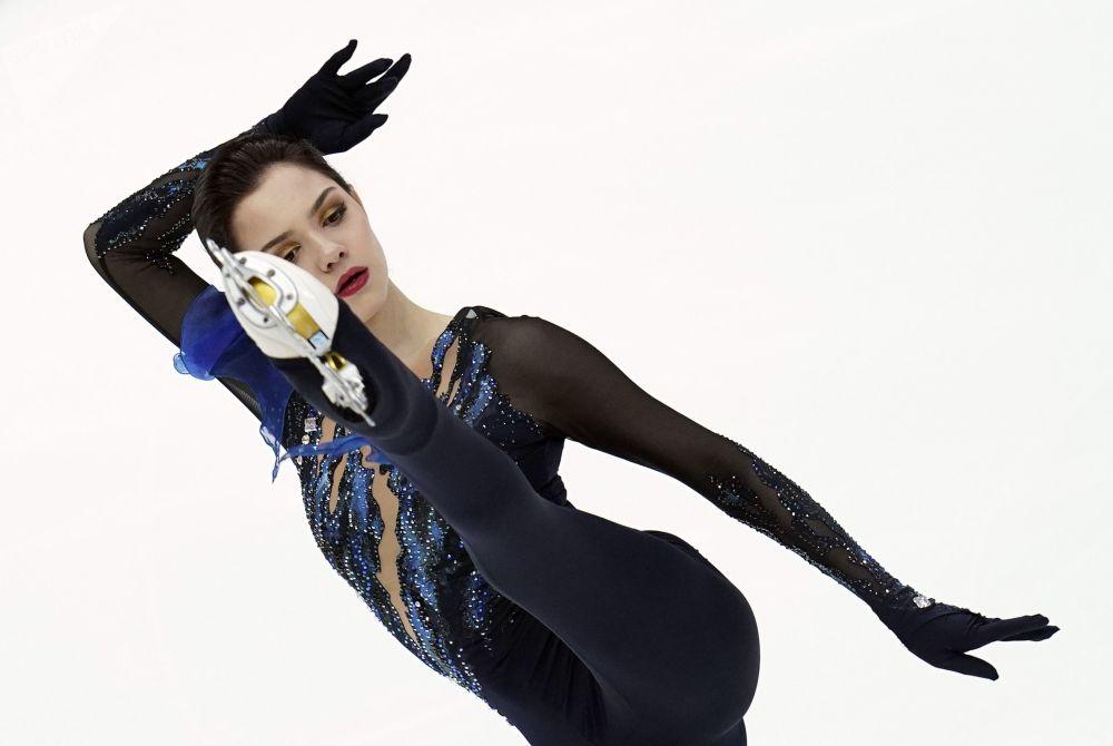 俄羅斯花樣滑冰運動員葉甫根尼婭·梅德韋傑娃在花樣滑冰大獎賽第五站莫斯科站的女子單人滑短節目比賽中