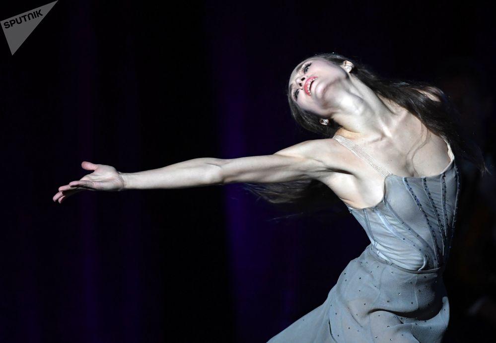 芭蕾舞女演員葉卡捷琳娜·希普林娜在俄羅斯莫斯科大劇院進行表演