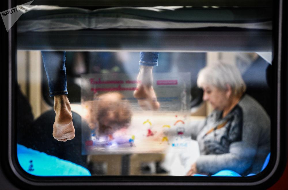乘坐更新的71/72次「別洛戈里耶」號列車的乘客