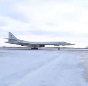 俄遠程航空兵飛行員在恩格斯機場開啟指揮官飛行