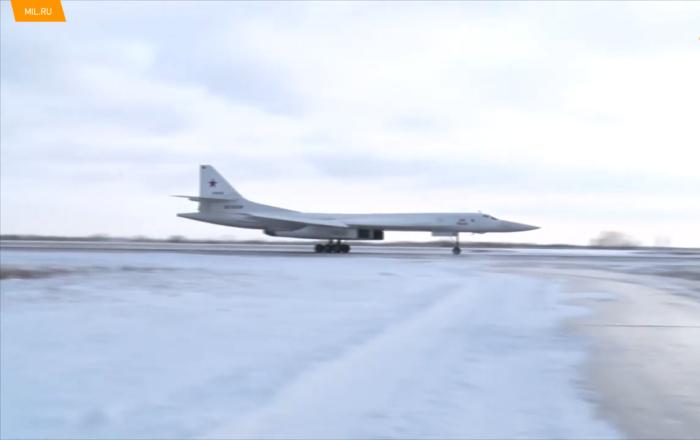 俄遠程航空兵飛行員在恩格斯機場開啓指揮官飛行